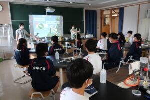 東桜学館中学校での実験教室